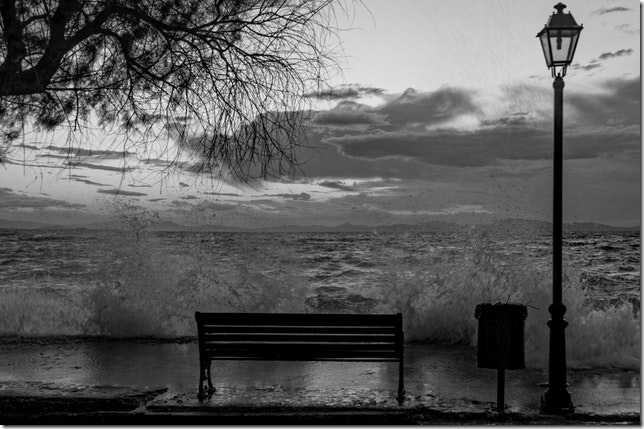 bad-weather-bench-bin-93046